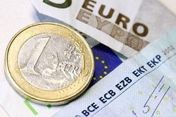 Курс евро снизился на 27 копеек к рублю