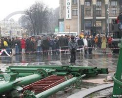 Евроинтеграторы снесли установленный милицией забор на Майдане в Киеве – причины