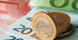 Евро снижается против курса доллара на Форекс на 0,30% после слабых данных в еврозоне
