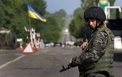 Военные берут под контроль избирательные участки на Донбассе