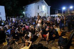 Еврокомисся поможет Хорватии справиться с вопросом мигрантов