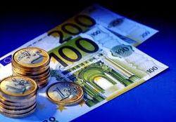 Курс евро на Forex в пятницу понизился к доллару