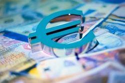 Евро вырос до 1,3777 к курсу доллара после объявления ЕЦБ решения по процентной ставке
