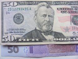 Курс гривны снизился к фунту стерлингов, но укрепился к канадскому и австралийскому доллару