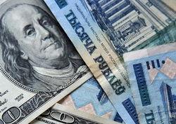 На выходные курс рубля упал к евро и доллару
