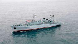 """Корабль ВМС Украины """"Славутич"""" отразил вооруженное нападение"""