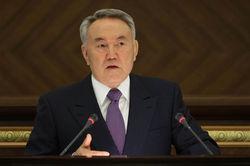 Назарбаев пообещал вкладчикам банков компенсировать девальвацию тенге