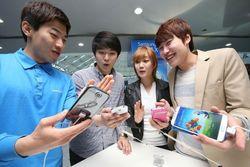 Samsung готовится вывести на рынок гаджеты с трехсторонним экраном