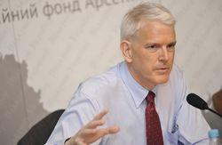 Экс-посол США в Украине Пайфер – за американскую помощь Киеву