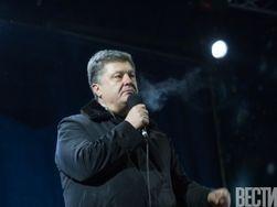 Порошенко прилетел в Крым. Люди в камуфляже пропустили его
