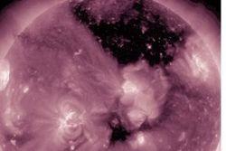 NASA показало бездонную дыру на Солнце