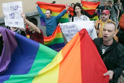Более 50 процентов опрошенных россиян высказалось за то, чтобы геев и