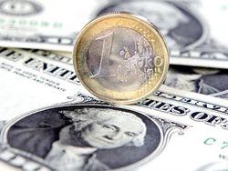 Курс доллара на Forex падает к евро перед важной экономической статистикой США