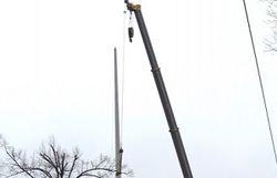 Взорванную в Харькове стелу с флагом Украины демонтировали
