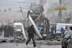 Развороченный взрымом троллейбус в Волгограде