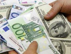 Евро падает к доллару до 1.3220 на Forex