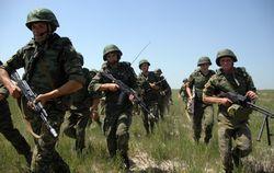 В Крыму к украинской границе подвозят живую силу и оружие