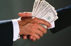 Политолог: коррупция уже всех достала – нужно бороться с ней