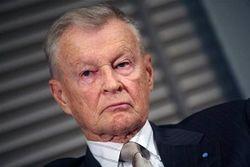 Янукович либо врет, либо трусит, либо лавирует – Збигнев Бзежинский