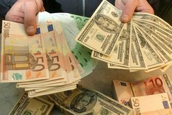 Курс доллара укрепляется к евро на Forex