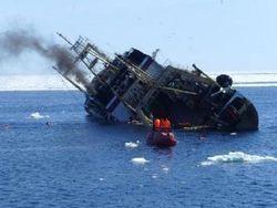 Затонувший российский траулер лежит на недоступной для водолазов глубине