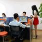 ИТ-компании Китая мотивируют сотрудников, нанимая в офис молодых девушек