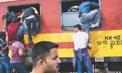 Мигранты прорвались из Греции в Македонию с помощью тарана