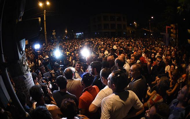 ВЕреване после разгона демонстрации задержали практически 140 человек