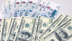 Курс рубля возобновил падение