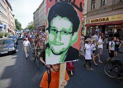 Сноуден стал главным героем трех книг и фильма