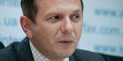 НБУ нужно закрыть межбанковский валютный рынок – Олег Устенко