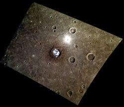 """Новый снимок MESSENGER кратеров Меркурия """"заинтриговал"""" ученых"""