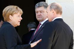 Путин считает, что встречаться с Порошенко рано, а Меркель едет в Киев