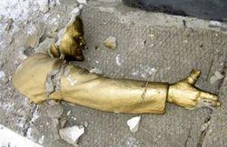 МВД: памятник Ленину в Одесской области упал сам
