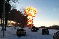 В США поезд с нефтью протаранилд пикап - последствия