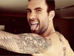Секс-символ нынешнего года – фронтмен Maroon 5 Адам Левин