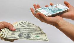 Обвал рубля спровоцировал рост спроса на валюту