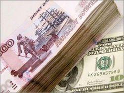 Рубль ускорил падение по отношению к мировым валютам