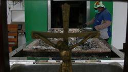 Ватикан запретил развеивать прах кремированных покойников и держать его дома