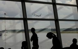 Продажи авиабилетов из Москвы в Крым сократились вдвое