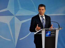Генсек НАТО уверен в урегулировании ситуации в Украине Порошенко