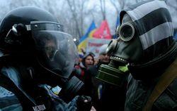 Участники Евромайдана блокируют базы силовиков