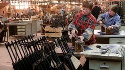 Оружейные магазины США перешли на поставки Калашникова из третьих стран