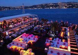 В ночном клубе Стамбула произошла бойня, десятки убитых и раненых