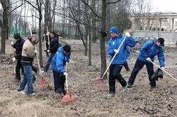 За отказ выйти на добровольный субботник в Москве требуют по 200 рублей