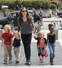 PR в шоу-бизнесе: Анжелина Джоли названа лучшей звездной мамой