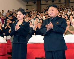 Девушка, засветившаяся с лидером КНДР, вызвала большой интерес