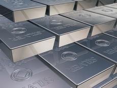 На 2,4 процента упала цена серебра на COMEX, за 7 недель опустившись до минимума