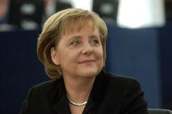 Меркель снова требует от Путина убрать боевиков с места авиакатастрофы