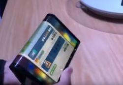 На рынке появился первый смартфон со сгибающимся экраном
